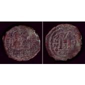 JUSTIN II.  Follis  s  [569-570]